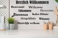 Wandtattoo Willkommen, Welcome in verschiedenen Sprachen 60 x 33cm - WT-0118